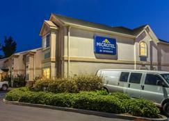 Microtel Inn & Suites by Wyndham Auburn - Auburn - Building