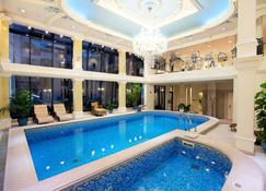 Queen's Court Hotel & Residence - Budapest - Pool