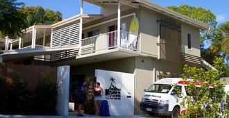 Noosa Flashpackers - Hostel - Noosa Heads - Building