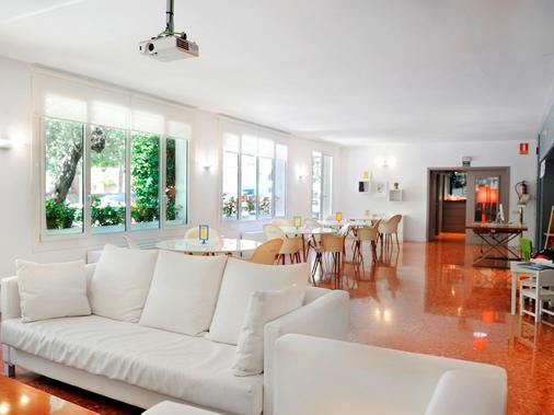 Tres Torres Atiram Hotel - Barcelona - Living room