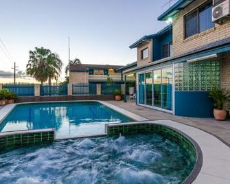 Gladstone Palms Motor Inn - Гладстоун - Pool