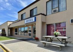 Canadas Best Value Inn Whitecourt - Whitecourt - Edifício
