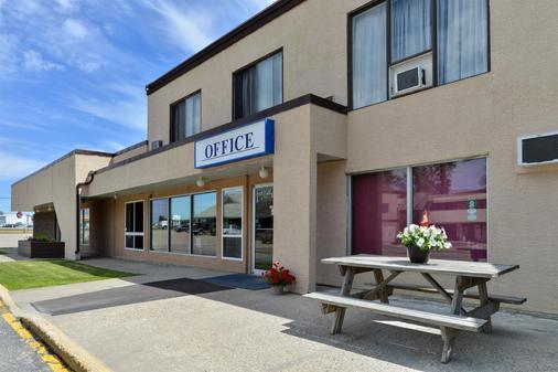 Canadas Best Value Inn Whitecourt - Whitecourt - Gebäude