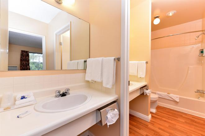 Canadas Best Value Inn Whitecourt - Whitecourt - Bathroom