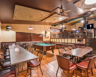 Canadas Best Value Inn Whitecourt - Whitecourt - Ресторан