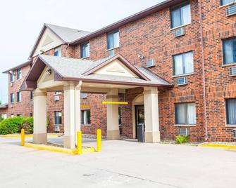 Quality Inn and Suites Ankeny-Des Moines - Ankeny - Building