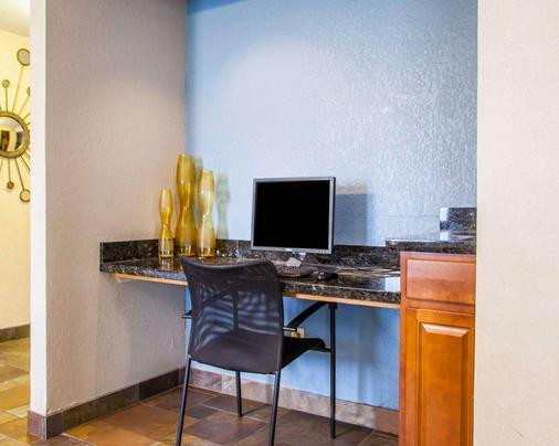 Quality Inn & Suites - Ankeny - Business center