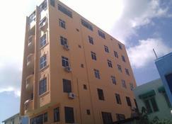 Surf View Hotel - Malé - Edificio