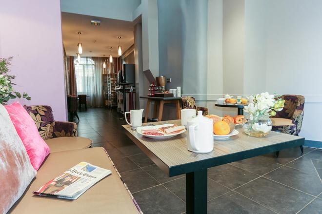Avalon Hotel Paris Gare du Nord by Hiphophostels - Paris - Buffet