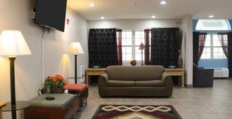 Americas Best Value Inn & Suites Jackson, Tn - Jackson - Living room