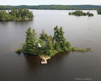 Algonquin Island Retreat - South River - Outdoors view