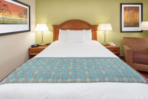 Baymont Inn & Suites Orangeburg North - Orangeburg - Makuuhuone