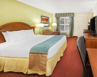 Baymont Inn & Suites Orangeburg North - Orangeburg - Bedroom