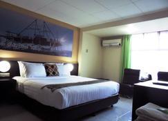 OYO 2487 Sampurna Jaya Hotel - טאניונג פינאנג - חדר שינה