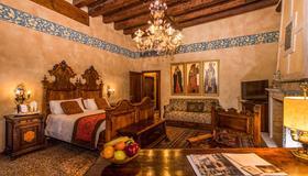 Hotel Palazzo Priuli - Venice - Bedroom