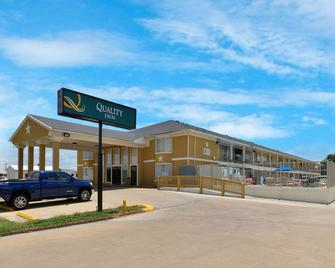 Quality Inn - Gonzales - Building