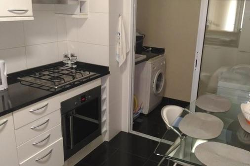 Residencial Funchal - Funchal - Kitchen