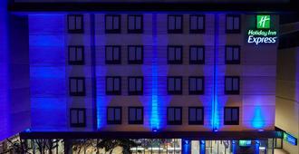 Holiday Inn Express Istanbul - Atakoy Metro - Istanbul - Building