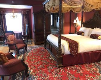 Gramercy Mansion - Stevenson - Bedroom