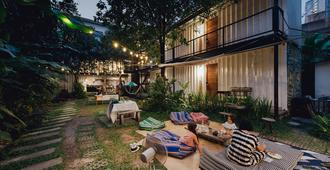 The Yard Hostel - Bangkok - Uteplats