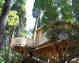 Hotel Les Cabanes Dans Les Bois - Villemoustaussou - Outdoors view