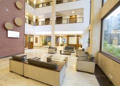 Hotel Mint Ivy - Poona - Lobby