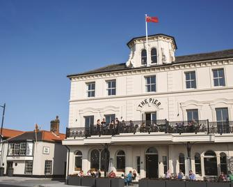 The Pier Hotel - Harwich - Building