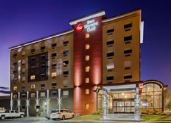 Best Western Plus Landmark Inn - Laconia - Gebäude