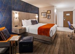 Best Western Plus Landmark Inn - Laconia - Bedroom