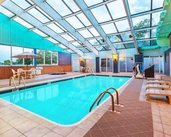 Days Inn by Wyndham Scranton PA - Scranton - Pool