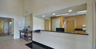 Intown Suites Extended Stay Select Houston 290- Hollister - Houston - Front desk