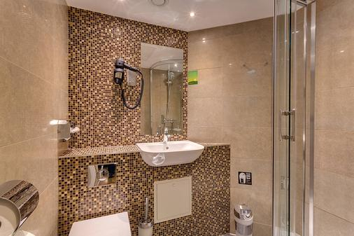 Meininger Hotel London Hyde Park - Hostel - London - Bathroom