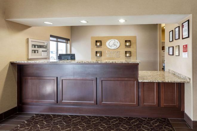 Comfort Suites University - Lincoln - Front desk