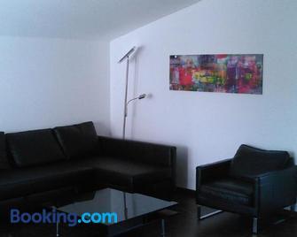 Ferienwohnung zum Kletterturm - Kaufbeuren - Living room