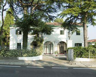 Hotel La Rescossa - Міра - Building