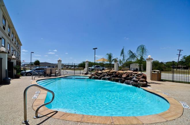 貝斯特韋斯特普拉斯維多利亞套房酒店 - 維多利亞 - 維多利亞(德克薩斯州) - 游泳池