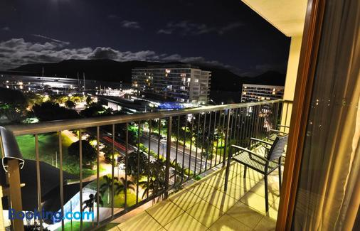 Pacific Hotel Cairns - Cairns - Balcony