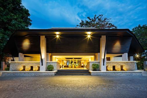 Impiana Resort Patong - Patong - Rakennus
