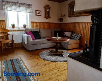 Skatauddens Lantgård - Älvsbyn - Sala de estar