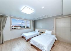 Jungmoon City Hotel - Seogwipo - Schlafzimmer