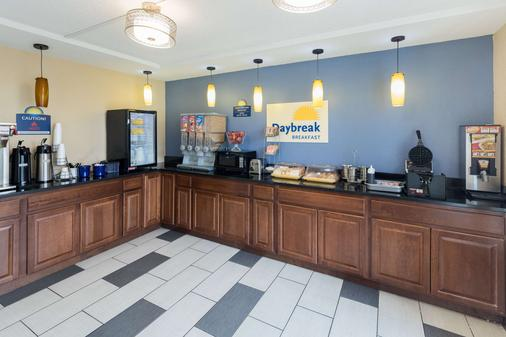Days Inn by Wyndham Charlotte Airport North - Charlotte - Buffet
