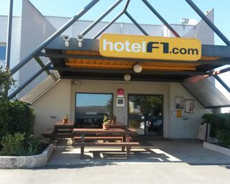 Hotelf1 Saintes - Saintes - Building