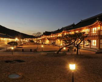 Royal Room Of King - Jeonju - Outdoors view