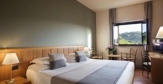 Hotel Dei Duchi - ספולטו - חדר שינה