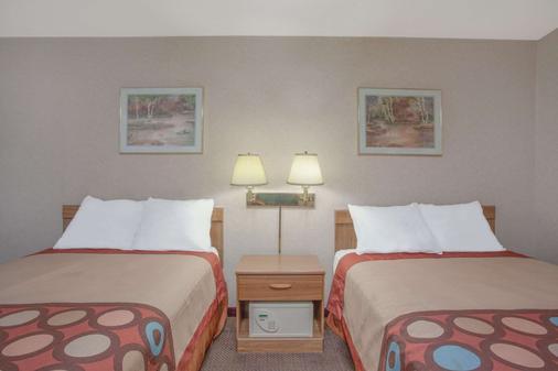 Super 8 by Wyndham Carlisle North - Carlisle - Bedroom