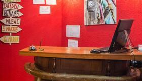 Hostal Londres - León - Front desk