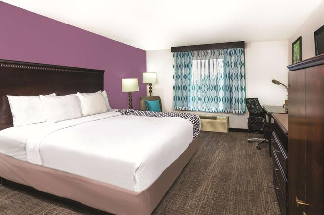 La Quinta Inn & Suites by Wyndham Rome - Rome - Bedroom