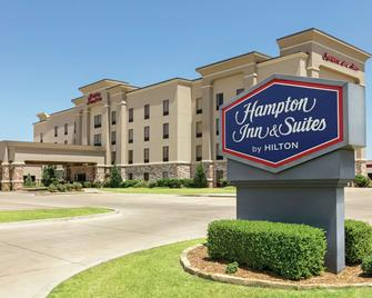 Hampton Inn & Suites Enid - Enid - Building