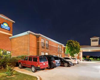 Days Inn by Wyndham Dallas Plano - Plano - Building
