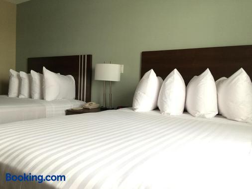 Meridian Inn & Suites - Lloydminster - Bedroom